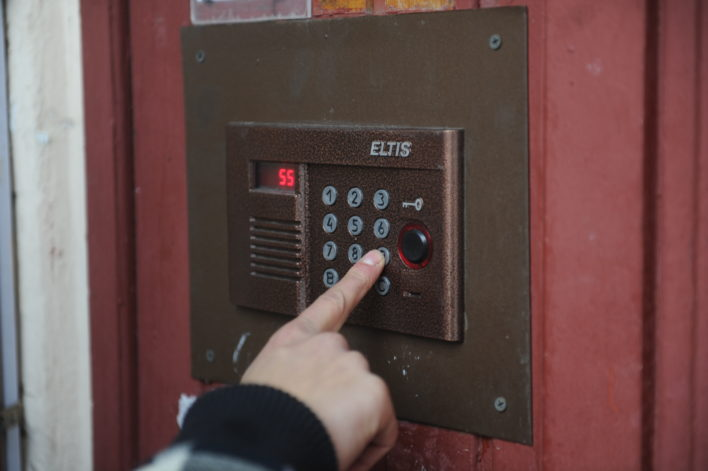 Вход свободен! Десятки тысяч кодов от домофонов оказались в открытом доступе