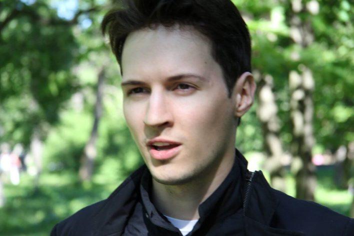 Почему Дуров советует всем «снести» WhatsApp?