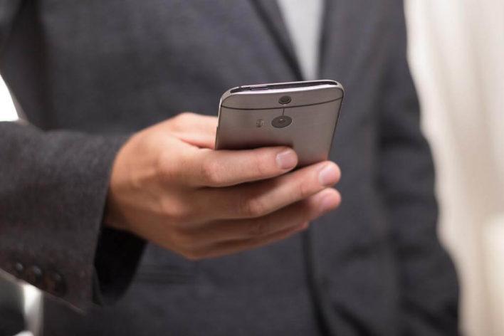 Эксперт нашел способ взлома камеры мобильников на Android