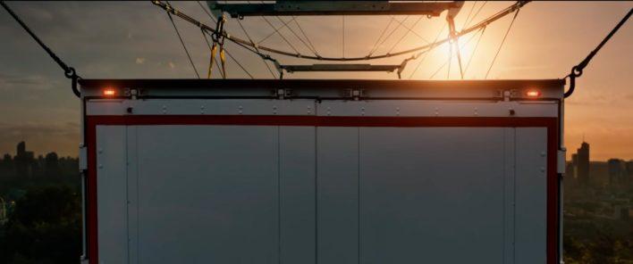 Можно ли поднять 40-тонный грузовик при помощи 2000 дронов?