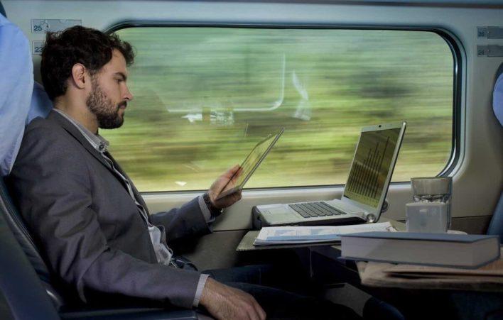 В российских поездах и самолетах появится быстрый интернет