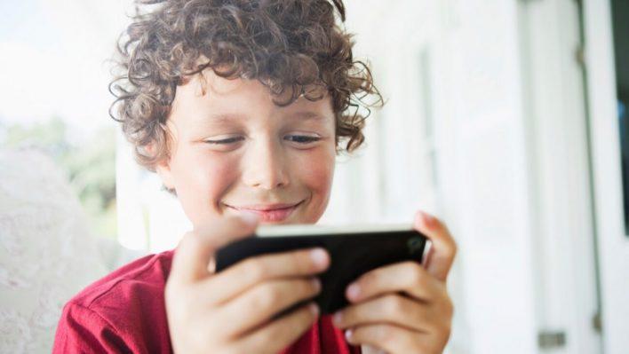 Насколько хорош смартфон, как подарок для ребенка?