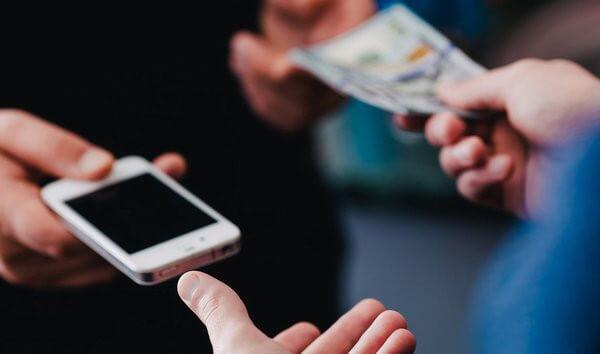 Почему люди все больше покупают б/у смартфоны?