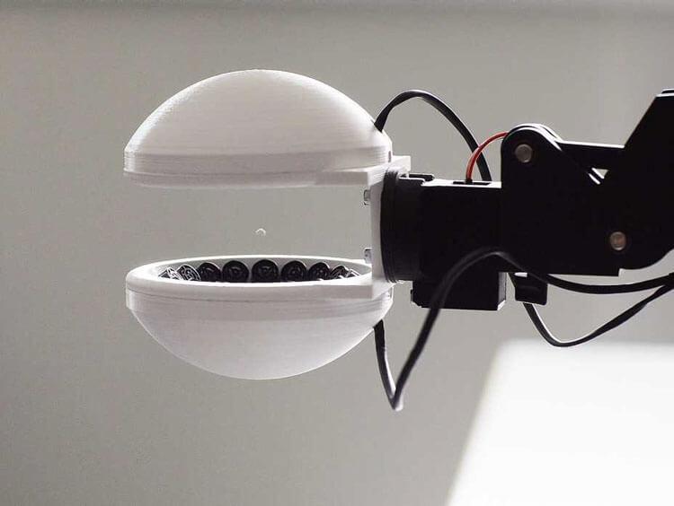 Этот робот переносит предметы, не прикасаясь к ним