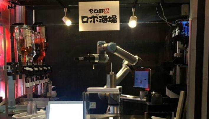В японском баре работает робот-бармен