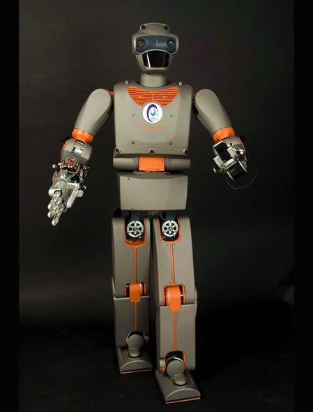 Человек-робот, родился