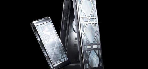 """Дом моды Christian Dior представил новую коллекцию мобильных телефонов """"haute couture""""."""