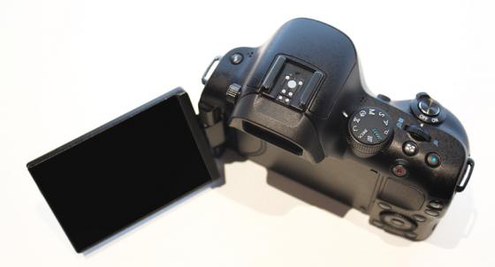 Камера Samsung NX20 с Wi-Fi на фото