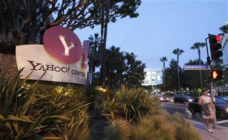 Yahoo! подала в суд на Facebook