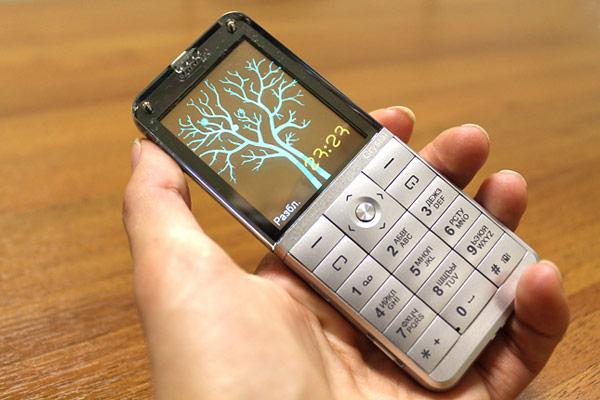 Телефон с прозрачным экраном - Explay Crystal