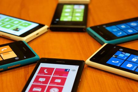 Nokia Lumia 900 подешевела в два раза