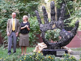 Памятник Стиву Джобсу в Одессе