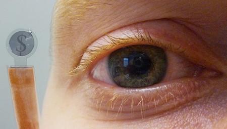Создана первая в мире контактная линза с ЖК-дисплеем