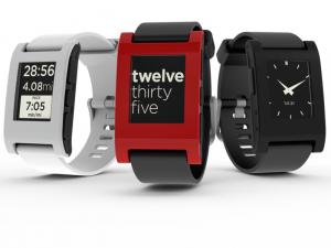 Pebble — устройство в виде наручных часов от компании Pebble Technology