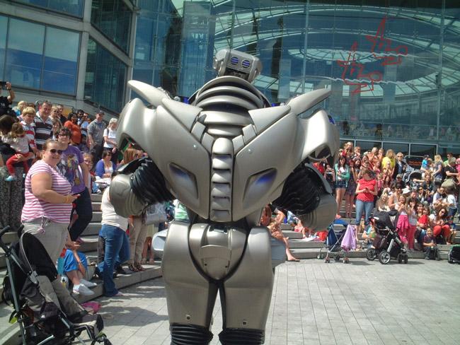 робот, по имени Титан 3