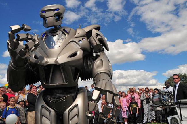 робот, по имени Титан 4