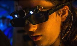 специальные очки, которые на основе ультразвука