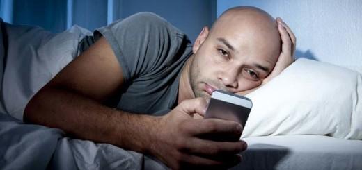 Почему Вы не должны брать ваш смартфон в постель?