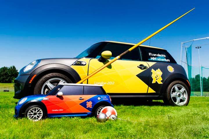 Спортивный автомобиль Mini.
