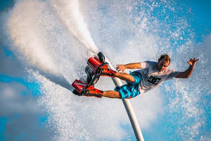 Flyboard породил необычный вид спорта.