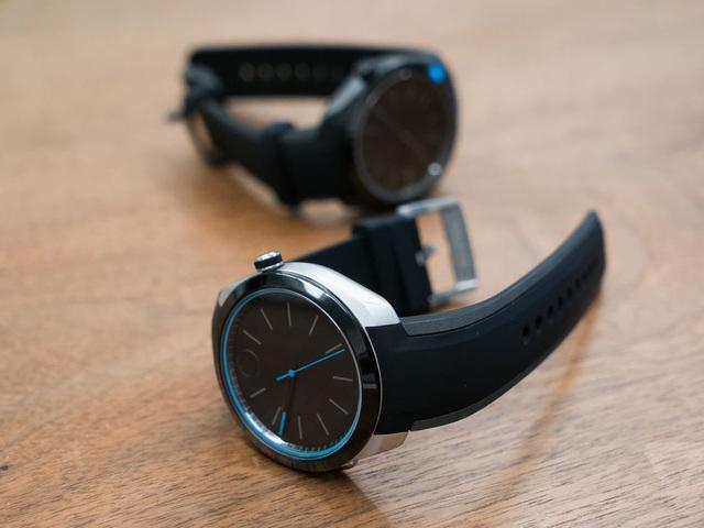 Новинка от швейцарской компании: смарт-часы без дисплея.