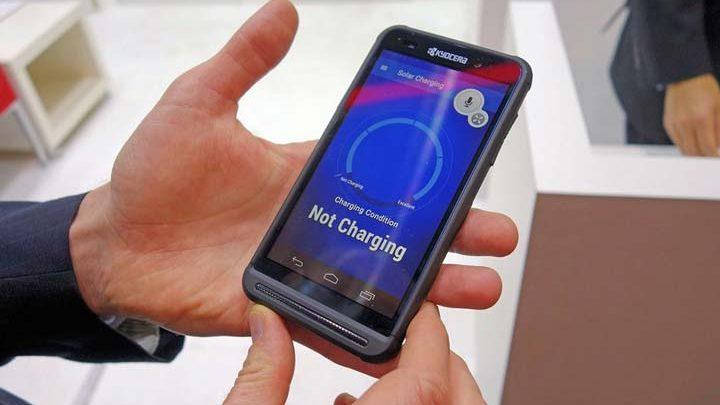 Cмартфон с солнечной панелью