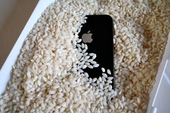 извлечь влагу из смартфона