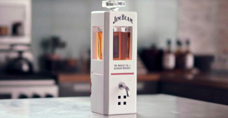 Умный графин Jim Beam сам нальёт виски!