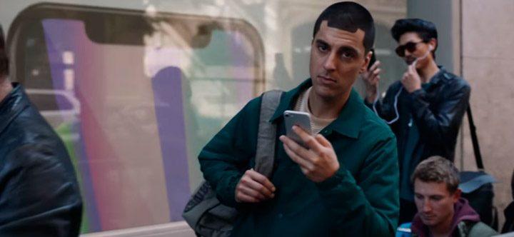 Samsung в новом рекламном ролике указала на недостатки iPhone