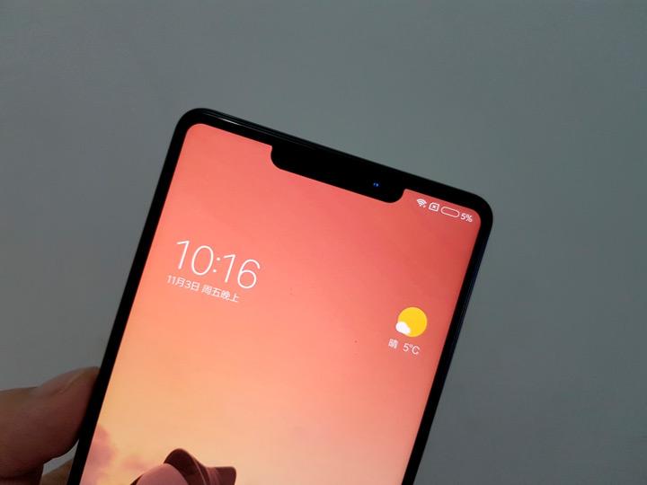 Монобровь. Xiaomi «косит» под Apple?