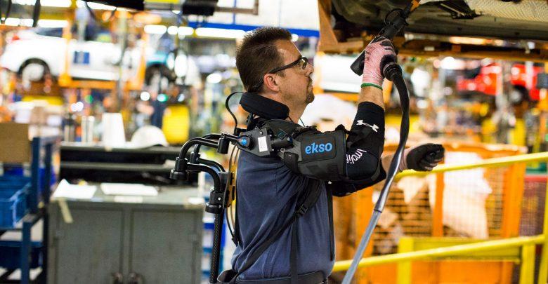 Как на заводе Ford испытывают новое поколение экзоскелета (Видео)