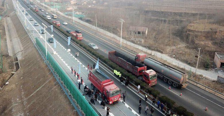 Автомагистраль с солнечными батареями вместо асфальта в Китае