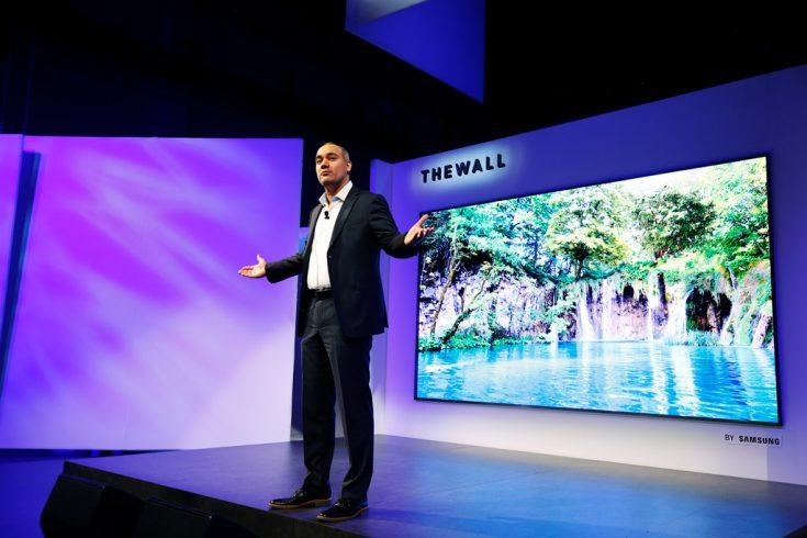 Телевизор невероятного размера «The Wall»