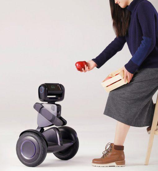 Loomo Robot от Segway на CES 2018: компания показала робо-гироскутер