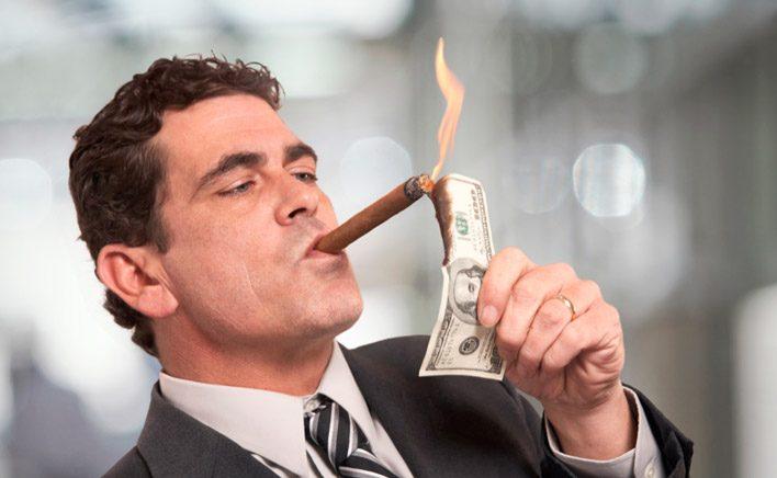 Люди стали отдавать предпочтение более дорогим гаджетам