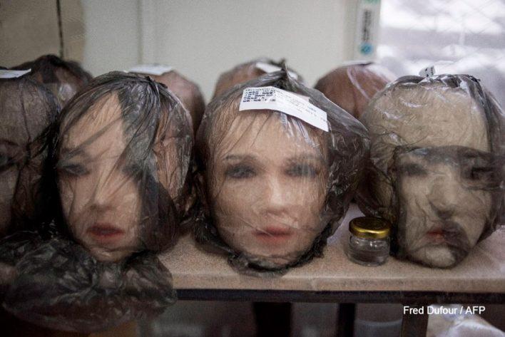 Китайская секс-кукла умеет мыть посуду