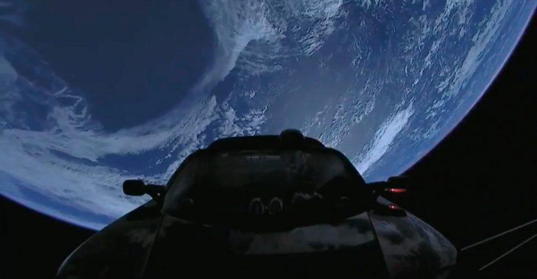 Долетит ли красный Tesla Roadster до Красной планеты?
