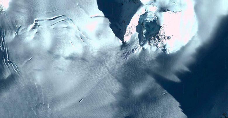 Google Maps обнаружил загадочный объект в Антарктиде