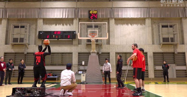 Робот-баскетболист представлен Toyota